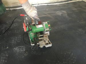 Verschweissen der Folie für die Fussbodenheizung zahnabau